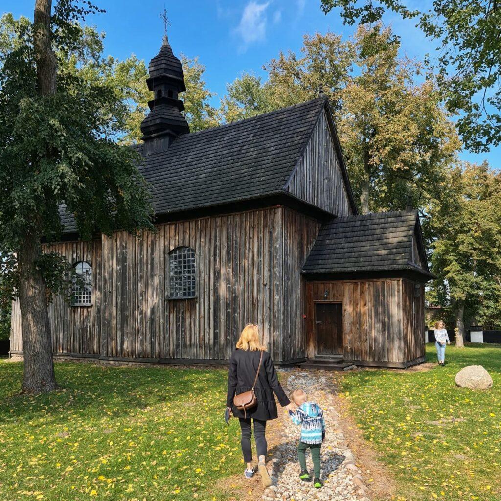 drewniany kościółek w Tumie